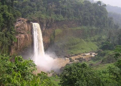 Poésie : Sur la route des chutes d'Ékom Nkam by Christophe Degaule