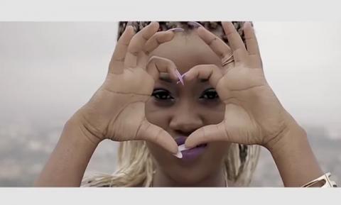 Faabi présente 'Carry Me', son tout premier clip