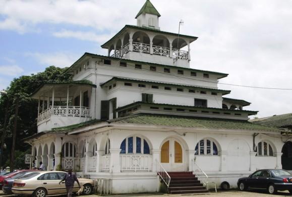 Culture et Légendes : A la découverte de lieux historiques de Bonanjo à Douala.