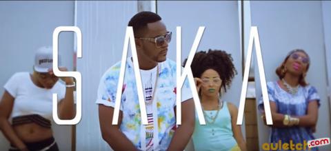 Tout le monde 'Saka' dans le nouveau clip d'Adah Akenji