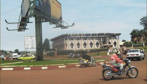 Les  10 commandements pour rester pauvre au Cameroun