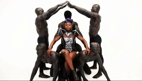 "Adango Salicia Zulu en feu sur la cover de ""Sweet Sexy"" : Audio"