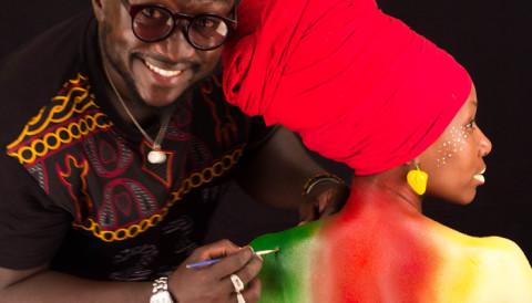 Découvrez l'univers coloré de Keulion, le body-painter camerounais que tout le monde s'arrache
