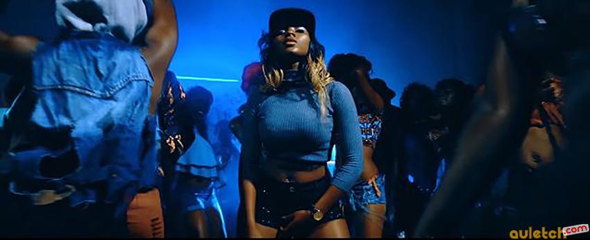 "Ewube dans le clip ""Choleh Me"""