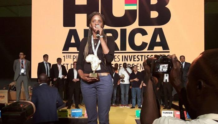 Olivia Mvondo Boum au Hub Africa 2017 avec son prix de la Femme entrepreneure de l'année.